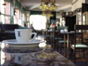 Kubus-Cafe-Espressotasse vom Grand Cafe Orient, Prag, Tschechien