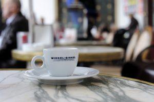 Espressotasse des Cafes Winkel van Sinkel (Cafe-Logo)