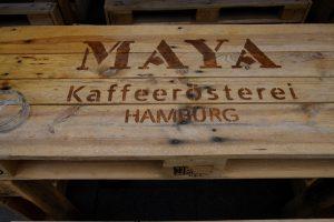 Außenmöblierung der Maya Kaffeerösterei, Hamburg