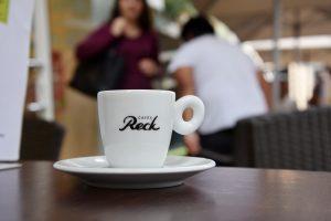 """Reck Cafes""-Tasse im Cafe ""Too Choco"""