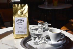Espresso und Zigarette im Cafe Meier, Linz (2016)